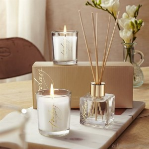 Avon - TTA Today - Fragrant Diffuser + Candles Gift Set